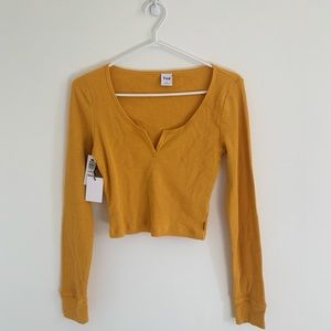 NWT ARITZIA TNA CAIRO GOLD CROPPED THERMAL (M)